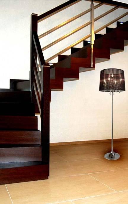 schody wewnętrzne widok od przodu