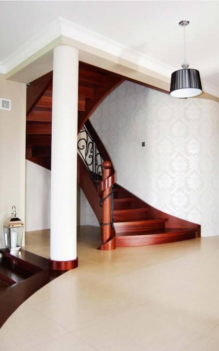 schody gięte drewniane