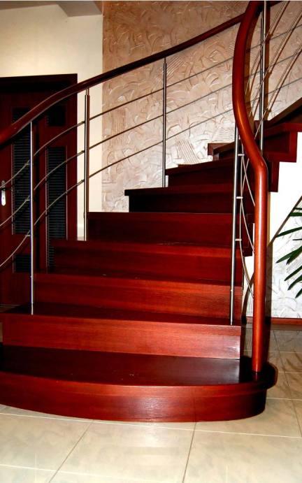 schody zabiegowe w ciemnym oddcieniu