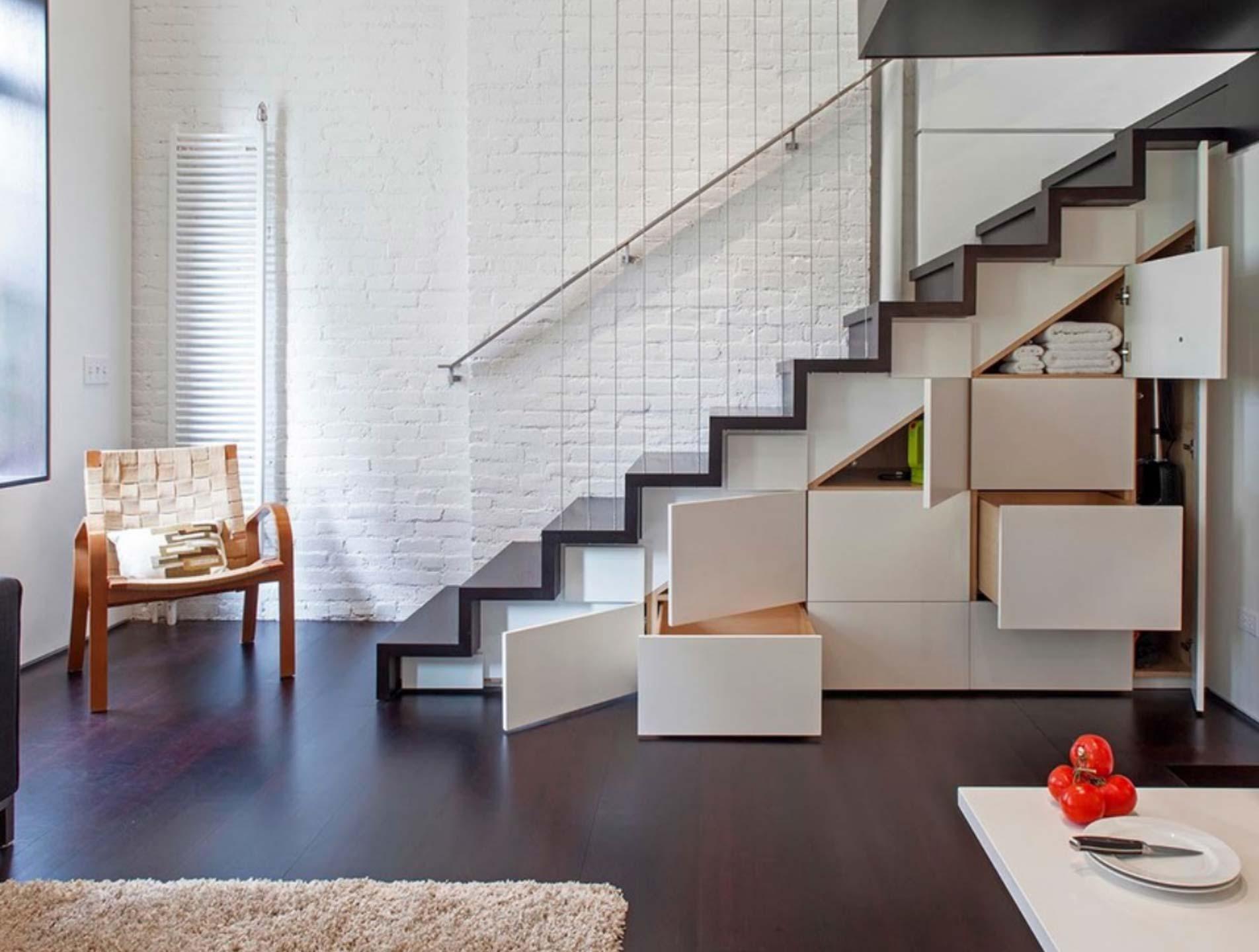Ekskluzywne schody z drewna w domu jednorodzinnym